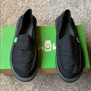 Sanuk size 7 slip on shoes